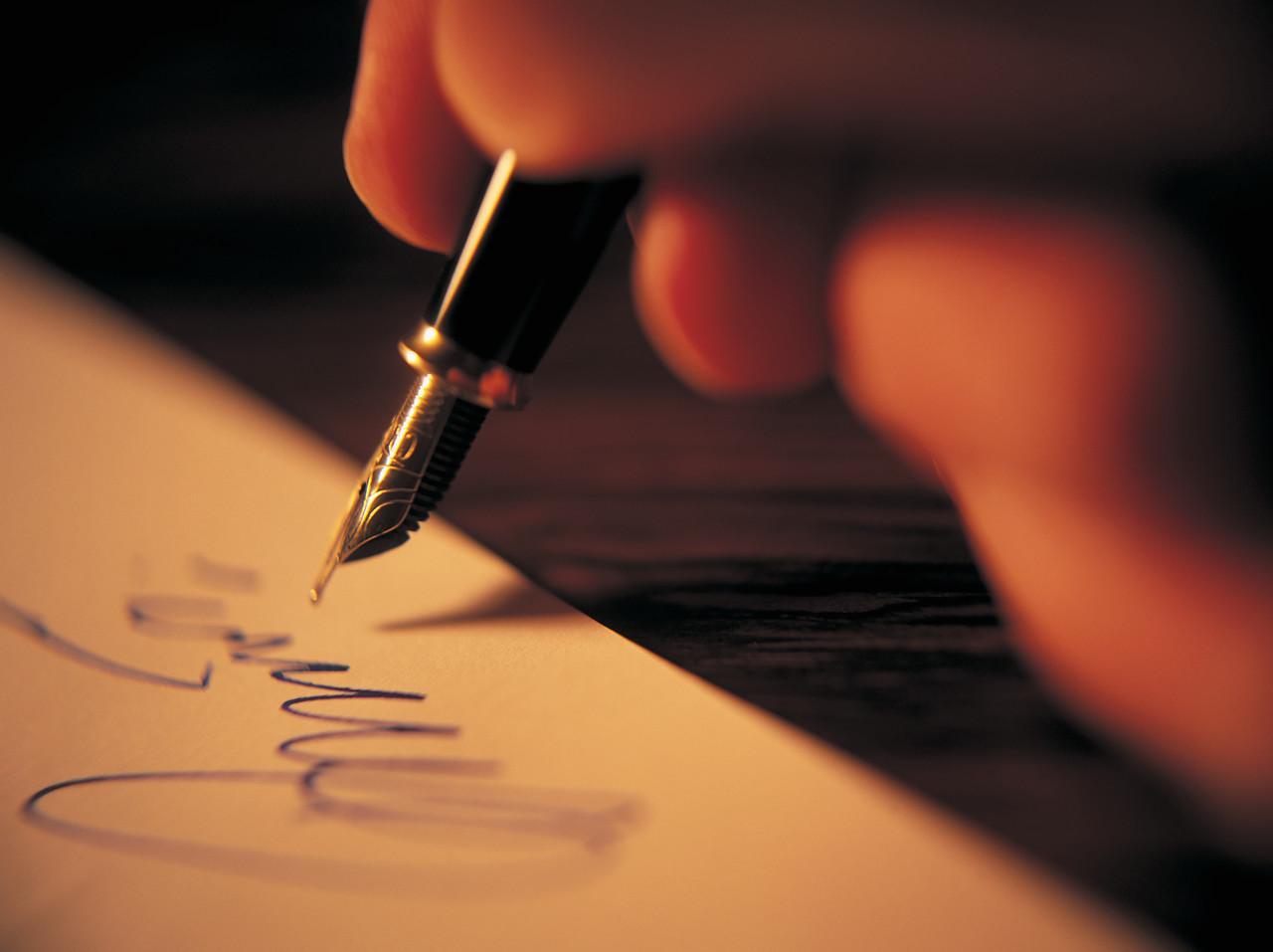 Ink_Pen_Hand_2EWMRZ